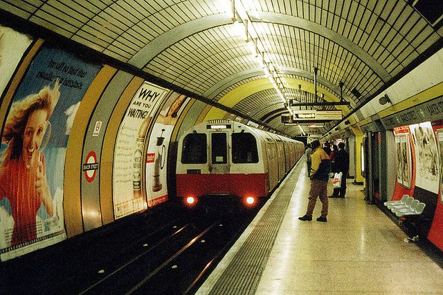 London Underground - Jubilee Line - 1983 stock at Baker Street | Flickr - Photo Sharing! via © metromadme