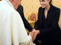 Photos: Angelina Jolie Meets Pope Francis