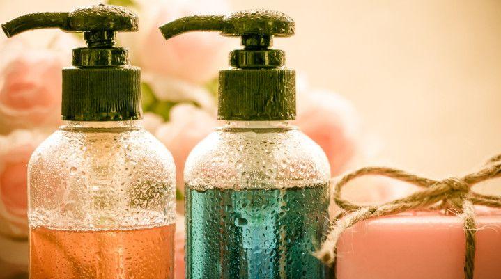 Gel douche bio: voici une recette permettant de fabriquer son gel douche écologique biodégradable et d'un impact sur l'environnement minimal.