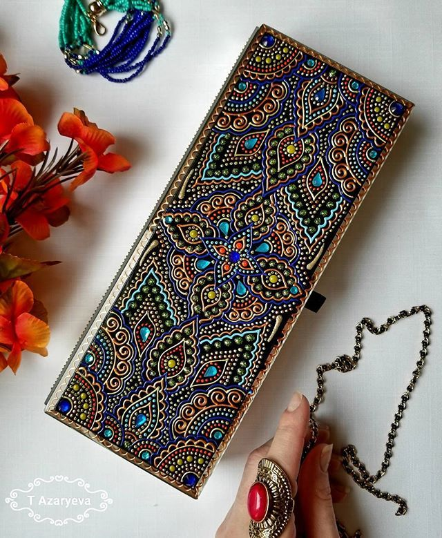 Dear friends, if you want to buy something on my Etsy shop but there isn't a shipping option to your country - just let me know and I'll add your country to my shipping list ☺ We can discuss everything  This jewelry box in oriental style is reserved ✔ ___ А вы уже порадовались за Принца Гарри и Меган Маркл? Мы вот радуемся вдвойне: за Гарри, как подданные, а за Меган - потому что она из Торонто  Шкатулка в восточном стиле, богато инкрустирована 'драгоценными' камнями )). Бронь ✔ ___ #...