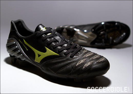 Mizuno Wave Ignitus 2 Football Boots - http://www.soccerbible.com/news/football-boots/archive/2012/10/23/mizuno-wave-ignitus-2-football-boots-black-gun-metal-gold.aspx