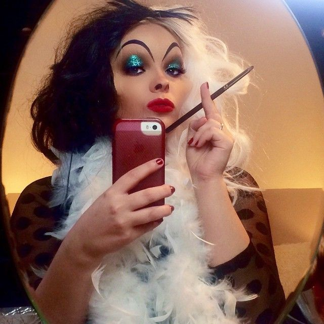 Dressing up as Cruella de Vil somehow looks so posh; just don't go harming any puppies. | #Halloween #Makeup