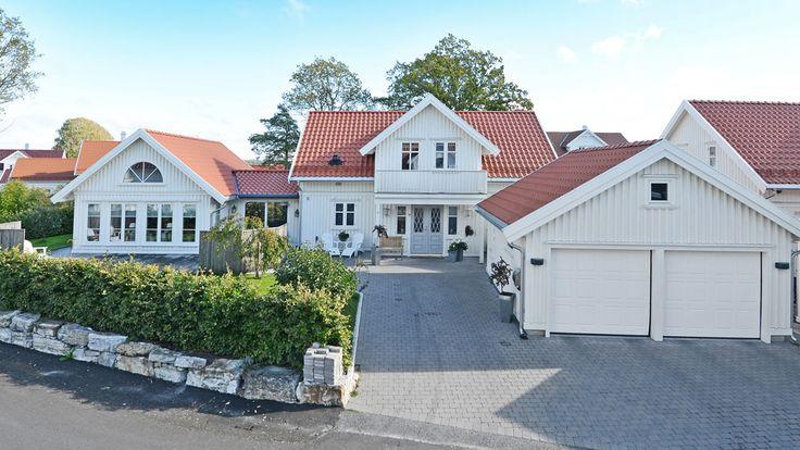 Diana var vår første bolig og den bærer fortsatt sitt vakre tidløse design. Her får du Diana med et stilig tilbygg, for deg som ønsker enda bedre plass.