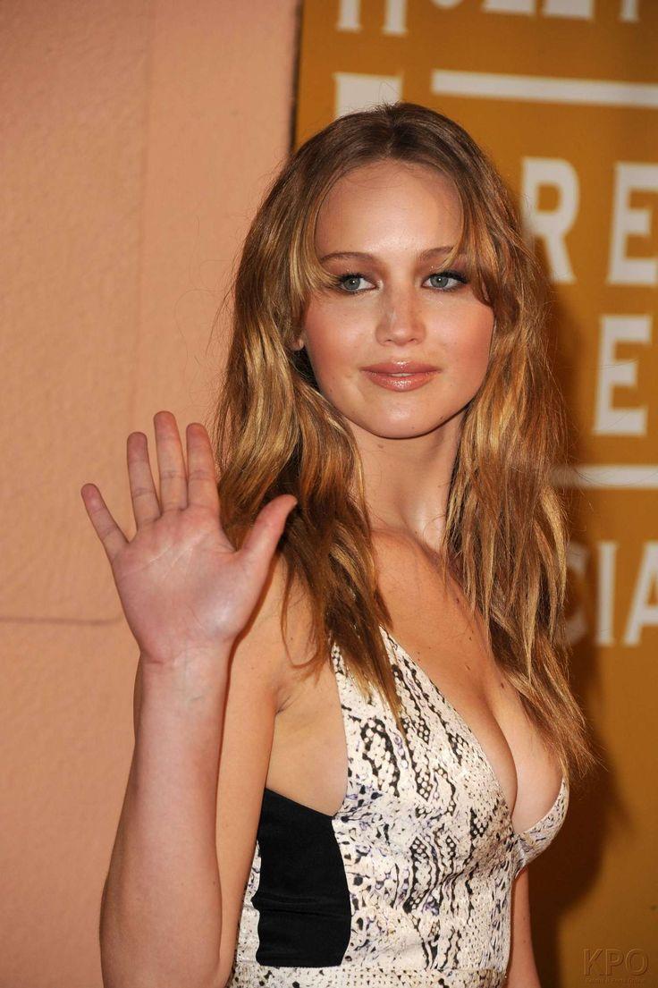 Jennifer Lawrence bra size  on actressbrasize.com  http://actressbrasize.com/2013/11/23/jennifer-lawrence-bra-size-body-measurements/