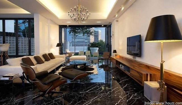 Kamień w luksusowych wnętrzach: salon z posadzką wyłożoną czarnym marmurem