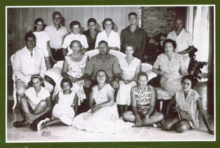 Infantes María Cristina, Juan y Beatriz y sus familias