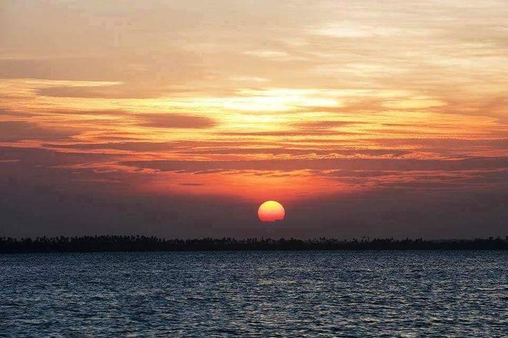 Güneşi örnek al kendine..korkma batmaktan yılma doğmaktan....iyi akşamlar.......Afrika dan sevgiler..#sunset#günbatımı#akşam#night#Afrika#sun#sunsets#lifestyle#books#World#monday#kizil#afro by mehresu @enthuseafrika