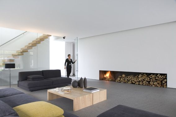 Interiors stairs fireplaces covet the cantilevered stairs against a simple white for Interieur moderne
