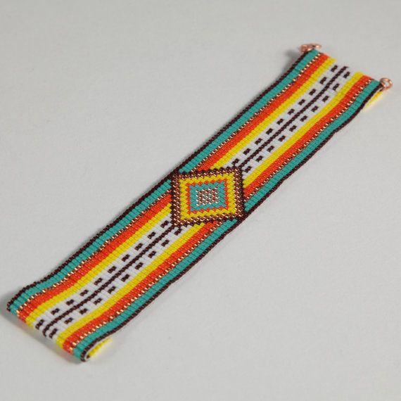 Questo braccialetto messicano del Serape perlina Loom è stato ispirato dai modelli del tessile messicana bella che vedo intorno a me qui ad