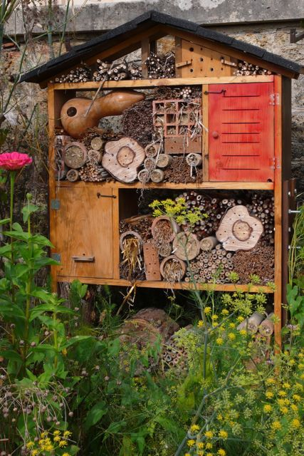 Such a consciously thoughtful approach to providing and maintaining insect habitat.  Insect house and bee colony on the grounds of the potager du roi, where the original gardens date back to the reign of louis XIV (1678).