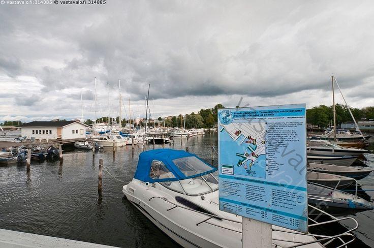 Mainonta - laiturit laituri veneet vene satama masto mastot vesi kesä venepaikat venepaikka veneily Raasepori Tammisaari Ekenäs
