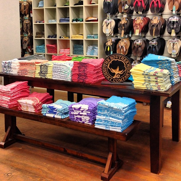 Table Stores: 28 Best T-Shirt Displays Images On Pinterest