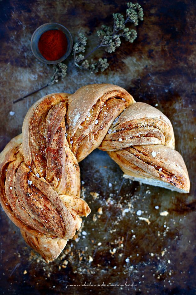 PANEDOLCEALCIOCCOLATO: Estonian Kringle nella forma ma non nella sostanza - Ghirlanda of Bread con Paprika Origano e Grana Padano #Vogliadi #Natale