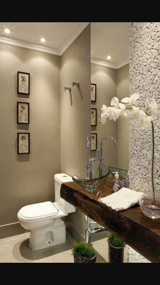 Lavabo com acabamento em pedra e pia de madeira de demoli o banheiro e lavabo pinterest - Fotos lavabos modernos ...