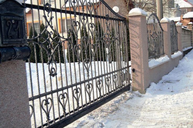 Zima je ideálna na výrobu exteriérových doplnkov domov.