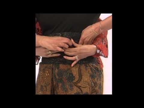 How to Wear a Batik Lower Garment - YouTube