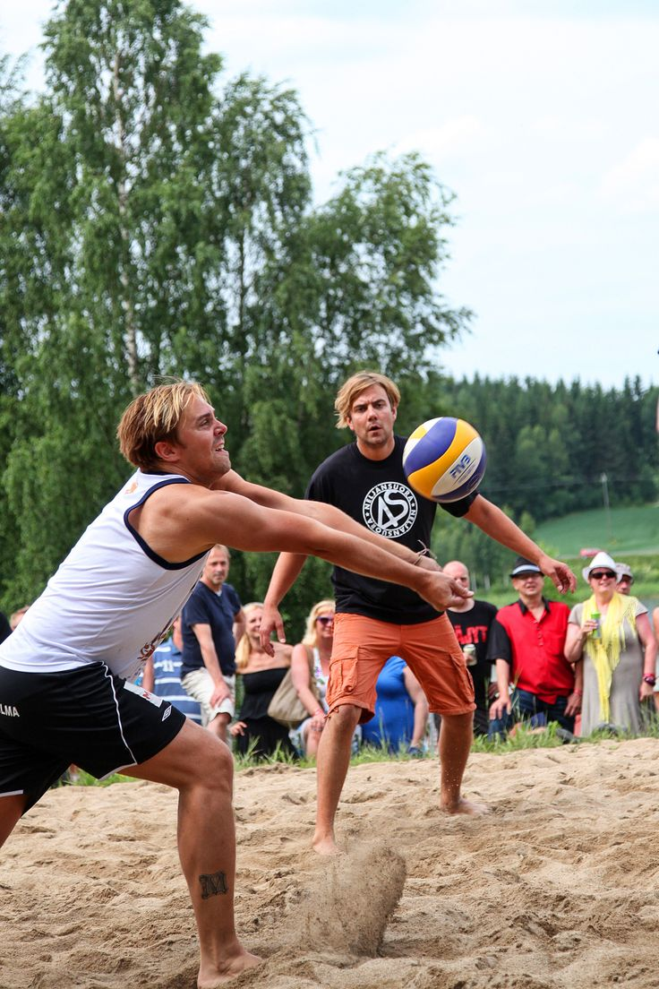 Iskelmän joukkue ja Neljänsuora pelasivat perinteisen lentopallo-ottelunsa