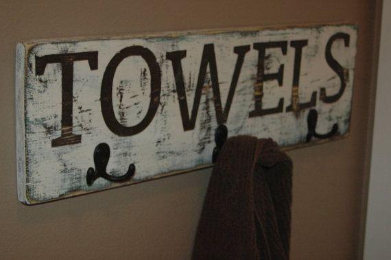 Rústico estante pintado de toalla o capa. Ideal como regalo o para agregar encanto rústico a la decoración de su propia casa. Elige el texto... los