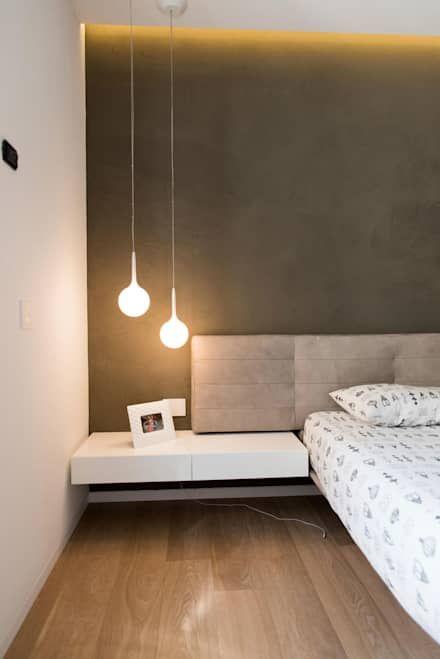 Attico R: Camera da letto in stile in stile Minimalista di Studio Vesce Architettura