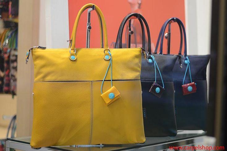 Gabs G3 Multimateriale, particolare borsa trasformabile realizzata con pellami l'uno diverso dall'altro, in vendita Online su Carpel Shop. Link a : http://carpelshop.com/prodotto/gabs-g3-multimateriale-giallo-tg-l/