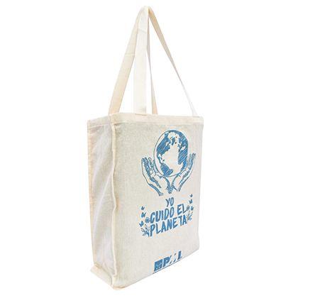 Bolsa ecológica Eco 4 Bolsa en tela LONA 100% algodón crudo biodegradable. Medidas aproximadas: Ancho: 27 cm Alto:34cm Fuelle:9cm, con correa para cruzar o dos manijas en algodón tejido crudo. Estampado: Serigrafía frontal según arte aprobado. Producto 100% colombiano2