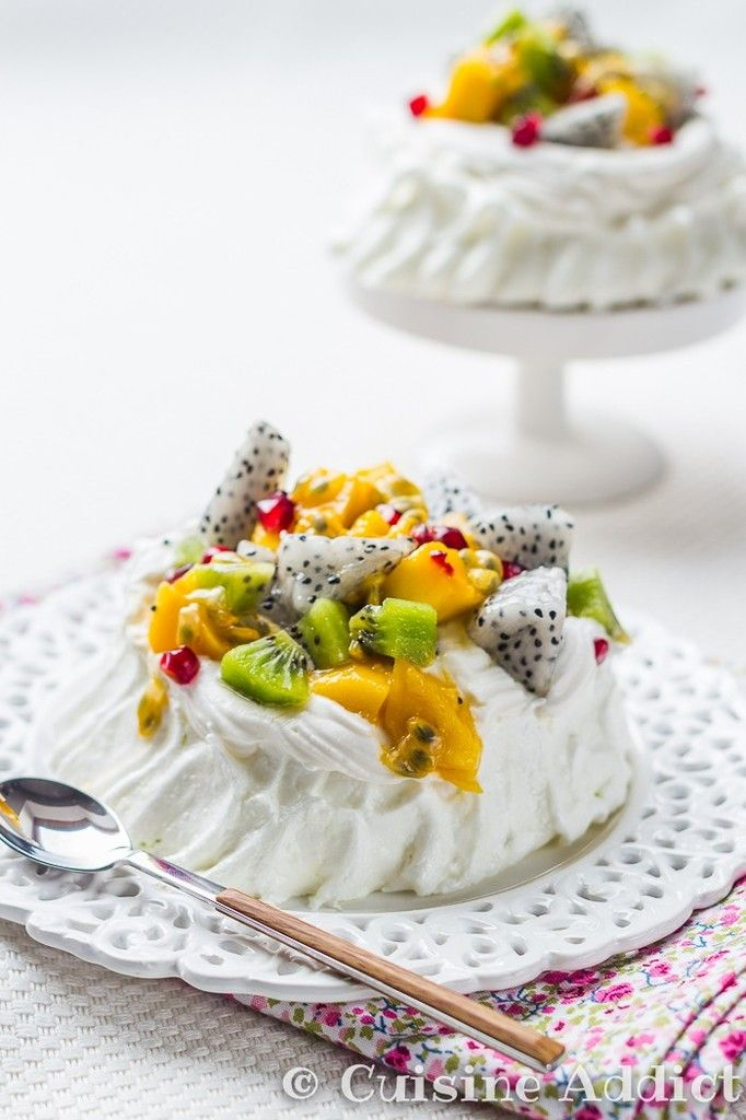 Pavlova Exotique ☼ Meringue Combava, Chantilly Coco & Fruits Exotiques - Cuisine Addict