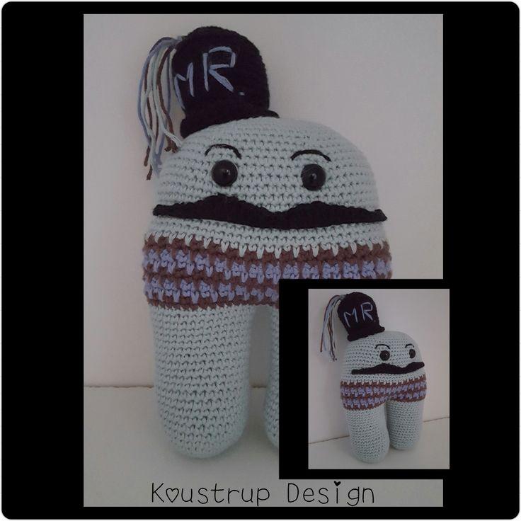 Mr. Hugz Designet af #Staszak. Hæklet i Drops Safra fra www.hobbygarn.dk