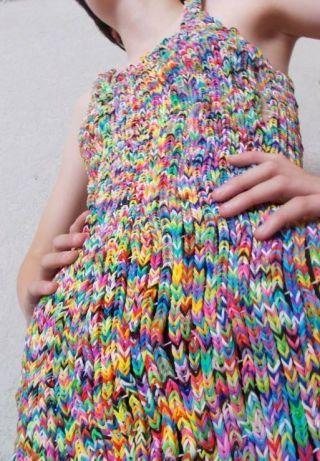 Et maintenant, la robe Rainbow Loom Express style via Spritzi