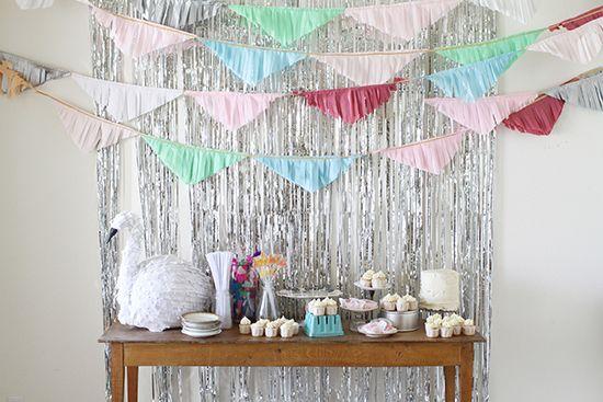 Mesa de dulces con fondo de cortina plata metalizadaSwan Lakes, Fringes Garlands, Birthday Parties, Babiekins Magazines, Brave Parties, Lakes Parties, Buntings Fabrics, Buntings Banners, Lakes Birthday