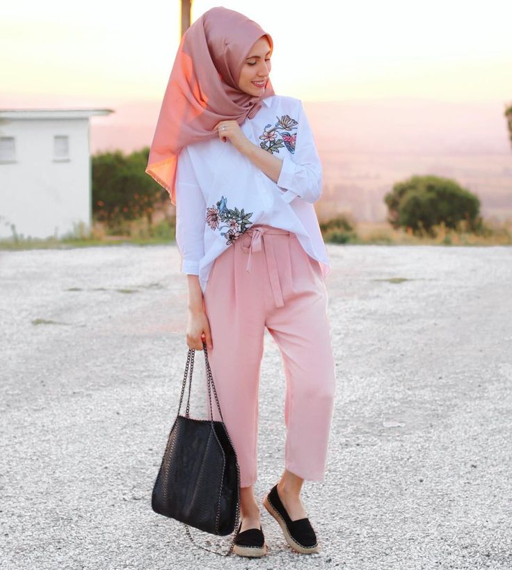 "242 Likes, 1 Comments - Hijab Fashion Designers (@hijabfashiondesigners) on Instagram: ""#hijabfashiondesigners"""