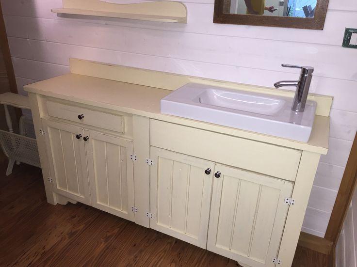 Vecchio mobile da bagno restaurato
