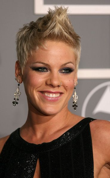 Pink looks awesome no matter what hairstyle she wheres...and this one ROCKS!