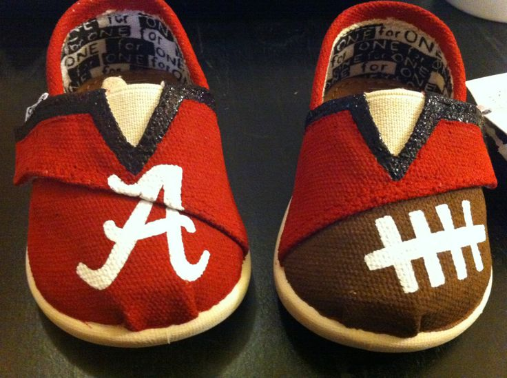 Alabama Crimson Tide Tiny TOMS. @Hillary Platt Bandley Kent Steve will totally buy these for your babies