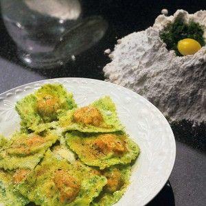 Зеленые равиоли с тыквой и соусом из шалфея