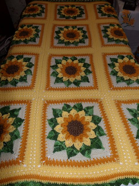 Ravelry: ruthl's Sunflower Afghan http://www.ravelry.com/patterns/library/the-crocodile-flower