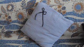 Ho fatto il composto!: Anche questo l'ho riciclato: da due camicie un fresco cuscino a righe bianche e blu