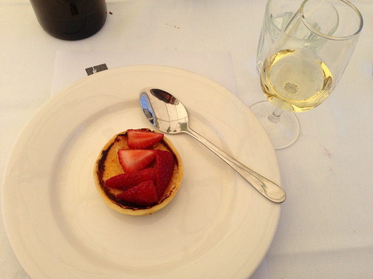 Brûlée tart and fresh strawberries at Grazing in #canberra #humanbrochure