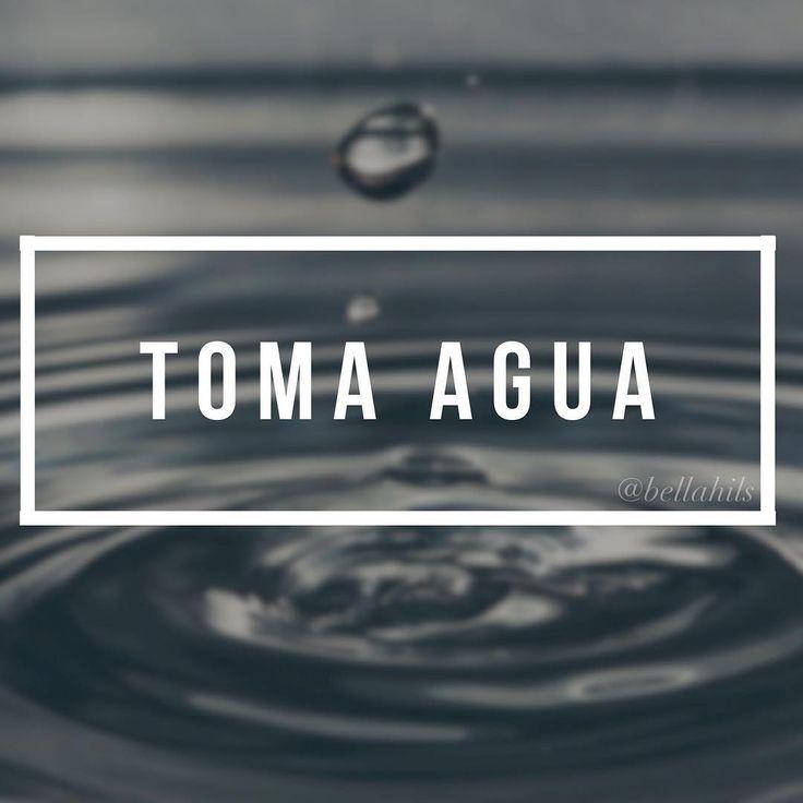 Empieza tu día tomando un vaso con agua. Activa tus órganos e impulsa la limpieza de tu organismo.   Si la tomas 30 minutos antes del desayuno o resto de las comidas del día favorece tu digestión y si la tomas antes de irte a la cama ayuda a prevenir derrame cerebral o ataques al corazón, permitiendo además mantener la hidratación del cuerpo durante las horas de descanso.  Toma agua, mantente saludable.    #agua #vida #salud #bienestar #blogger #mentesana #cuerposano #lifestyle #vidasana
