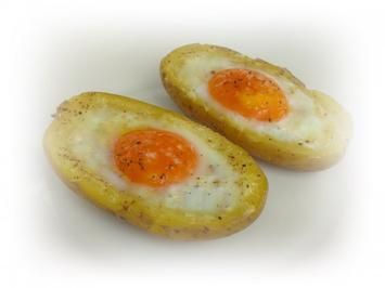 Panierter Blumenkohl dazu gebackene Kartoffeleier