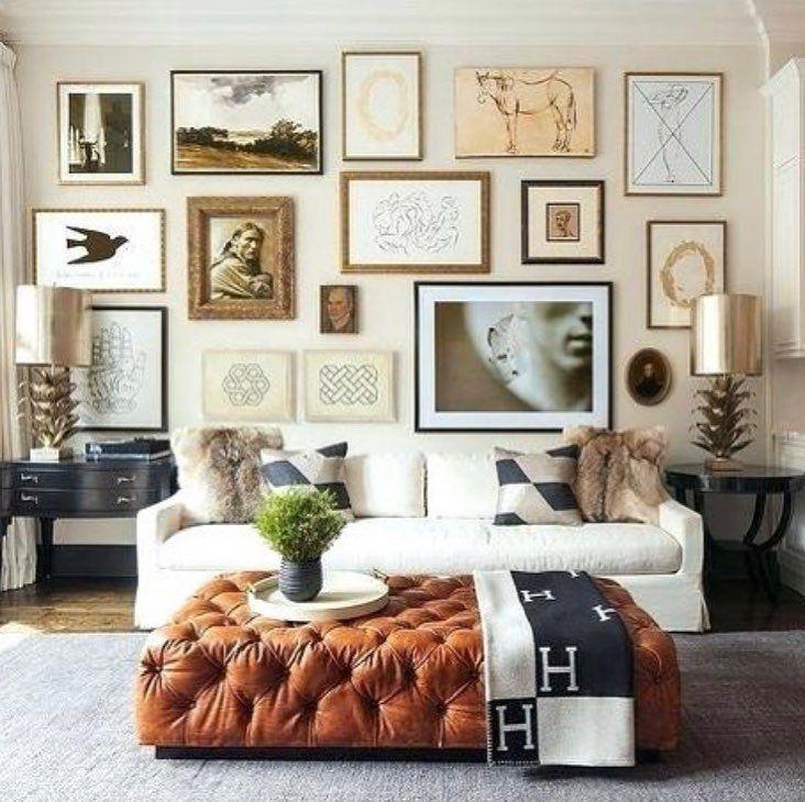 Brigitte Poitras On Instagram Un Decor Decontracte Qui Nous Presente Un Mur Rempli De Tableaux Pour Un Look Collectionne Living Room Decor Room Decor Decor