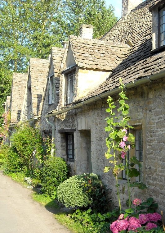pagewoman: Arlington Row, Bibury, Cotswolds, Gloucestershire, England (by Martin…