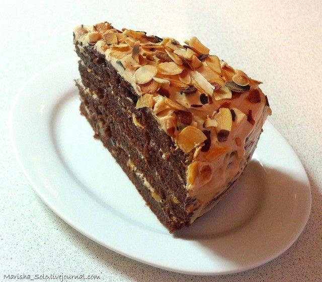 Вкусный, пушистый, легкий в приготовлении торт. В меру шоколадный. Добавляя вместо миндаля грецкие орехи или вместо шоколадного ликера - кофе, можно получить…