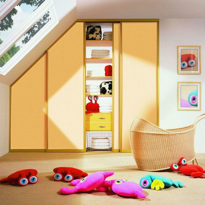 Stunning wohnideen kinderzimmer dachschr ge funktionale m bel kleiderschrank schiebet ren spielzeuge