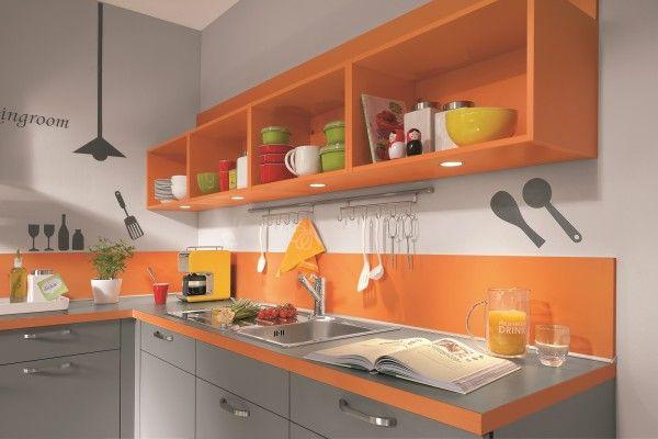 Speed 256 #kuchenne_warszawa #niemieckie_kuchnie #meble_kuchenne_warszawa #meble_nobilia #kuchnie_warszawa  Szafki kuchenne nie muszą być z drzwiami. Jeżeli chcemy mieć wszystko pod ręką ciekawym rozwiązaniem są półki, pod którymi mamy możliwość zamontowania oświetlenia.