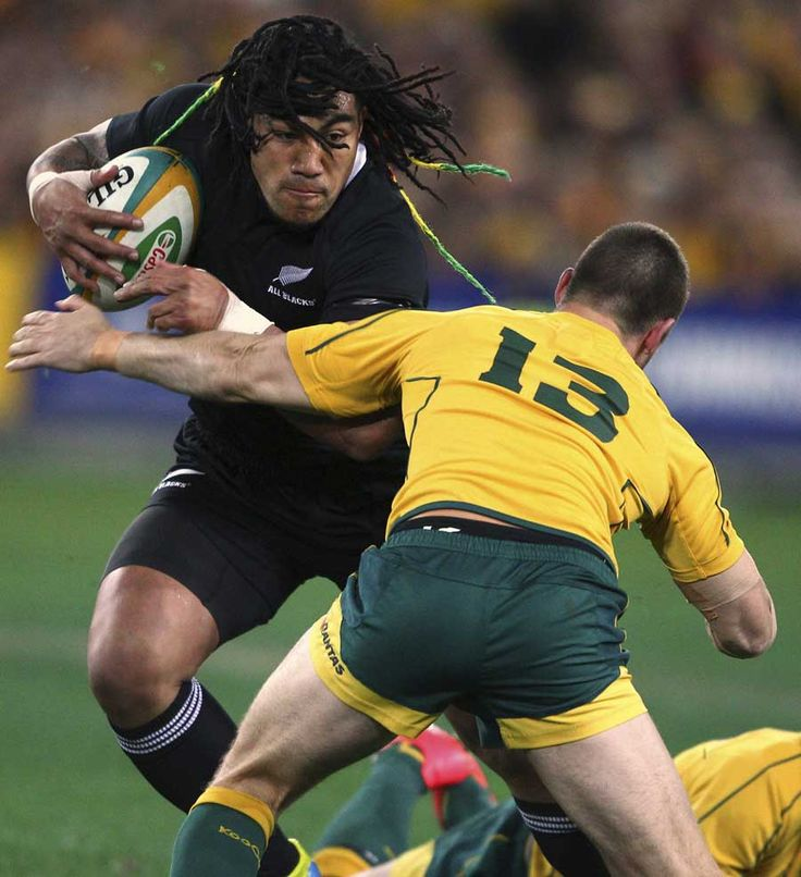 New Zealand's Ma'a Nonu prepares to take the hit, Australia v New Zealand, Rugby Championship, ANZ Stadium, Sydney, Australia, August 18, 2012
