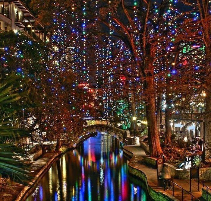 San Antonio Riverwalk On Christmas Day 2021 The San Antonio Riverwalk At Christmas In 2021 Holiday Road Trip San Antonio River Hill Country