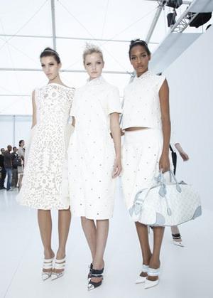 Prezentarea Louis Vuitton toamnă-iarnă 2012-2013, din cadrul Săptămânii Modei de la Paris, ce va avea loc mâine, 7 martie, va putea fi urmărit live de către toţi fanii brandului de lux.