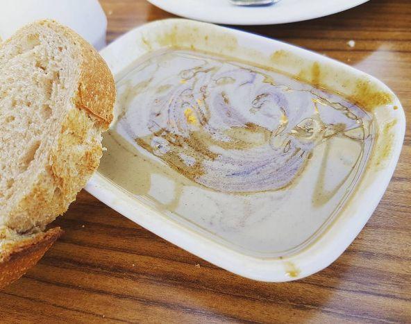 Ein süßer Brotaufstrich, für den Du Nutella stehen lassen wirst: Tahin Pekmez.