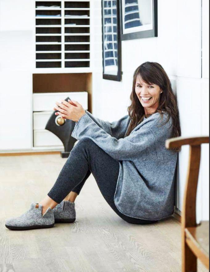 Med fotriktiga skor så investerar du i din hälsa. Det är extra viktigt att du tar hand om dina fötter genom att bära fotriktiga och bekväma skor. Skor är avsedda för att skydda våra fötter så att vi på ett bekvämt och tryggt sätt kan ta oss fram i livet.