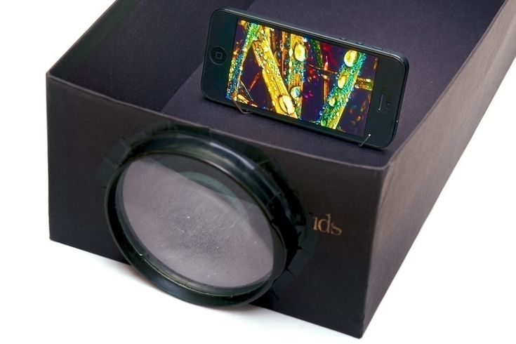 Turn your smartphone into a DIY Photo Projector with a shoe box and a magnifying glass! Iphone Projector, Movie Projector, Projector Wall, Diy Photo, Dollar Store Crafts, Dollar Stores, Diy Utile, Carton Diy, Bricolage